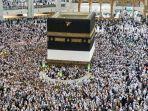 umat-muslim-berkeliling-di-sekitar-kabah-di-masjidil-haram-271020.jpg
