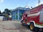 warga-rt-9-malkot-dibantu-petugas-damkar-sektor-malinau-kota-membersihkan-masjid-al-jihad.jpg