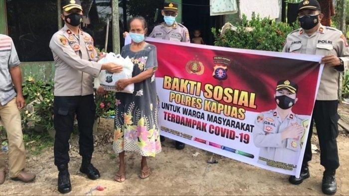 Program 1.000 Sehari Polres Kapuas, Bagi-bagi Sembako ke Warga Kurang Mampu dan Terdampak Covid-19