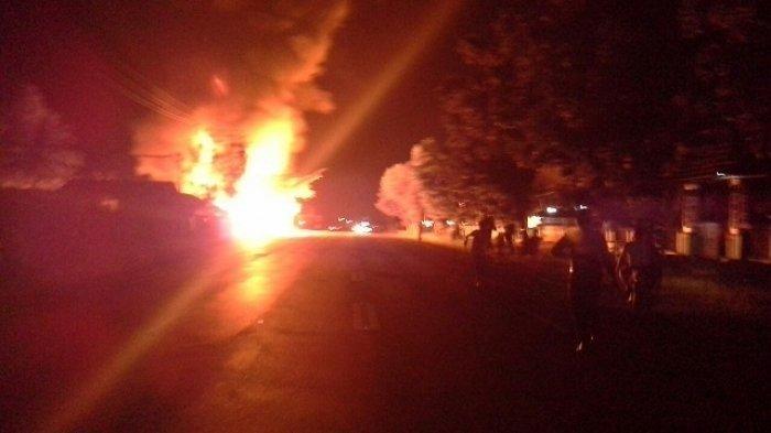 3 Kios Bensin di Jalan Tjilik Riwut Palangkaraya Terbakar Setelah Diseruduk Pikap Hilux