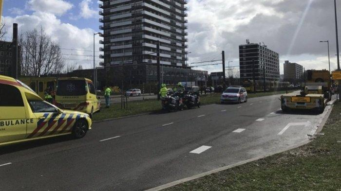 Satu Jenazah Ditutup Kain Putih, Korban Penembakan di Utrecht