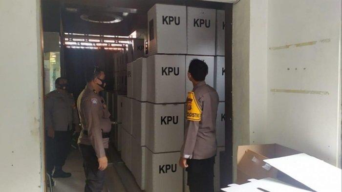 Gudang Logistik Pemilu di Kabupaten Kapuas Dijaga Ketat Aparat Kepolisian