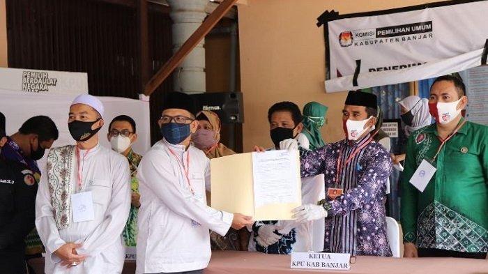 Andin-Guru Oton Daftar ke KPU Banjar saat