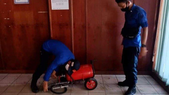 Alat Pemadam di Kantor Bupati Kapuas Rutin Diperiksa Anggota Damkar