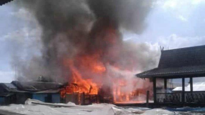 Api Ludeskan Tiga Rumah di Mekarsari, Ini Dugaan Penyebabnya