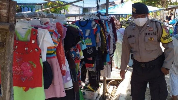 Pastikan Kondusif, Bhabinkamtibmas Polsek Kapuas Barat Patroli Pasar Harian dan Imbau Prokes