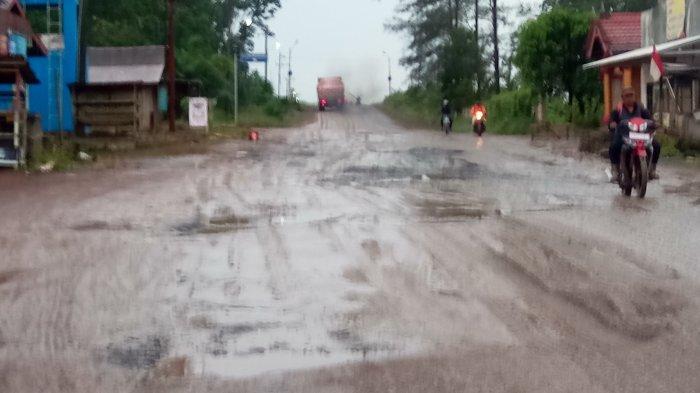 Tunda Lewat Jalur Pelaihari-Asamasam Kalsel, Kondisi Jalannya Hancur