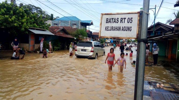 Luapan Sungai Tabalong Kalsel Mulai Melanda Pinggiran Perkotaan
