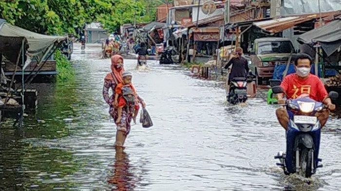 BPBD Palangkaraya Bersama Dinsos Bangun Posko Banjir dan Dapur Umum Bantu Korban Banjir