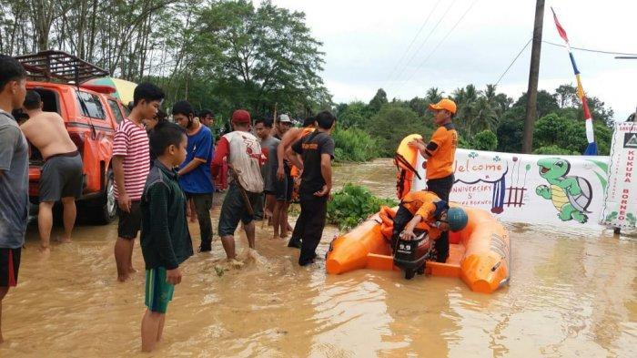 Ratusan Warga Kecamatan Tebing Tinggi Balangan Diterjang Banjir