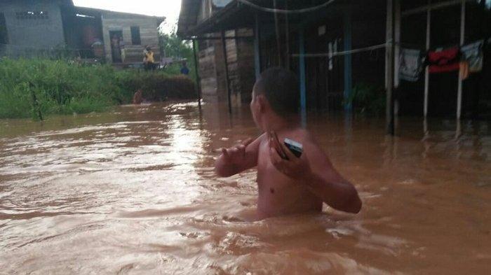 BREAKING NEWS - Warga Cempaka Cemas Akibat Sungai di Banjarbaru Meluap, BPBD Lakukan Ini