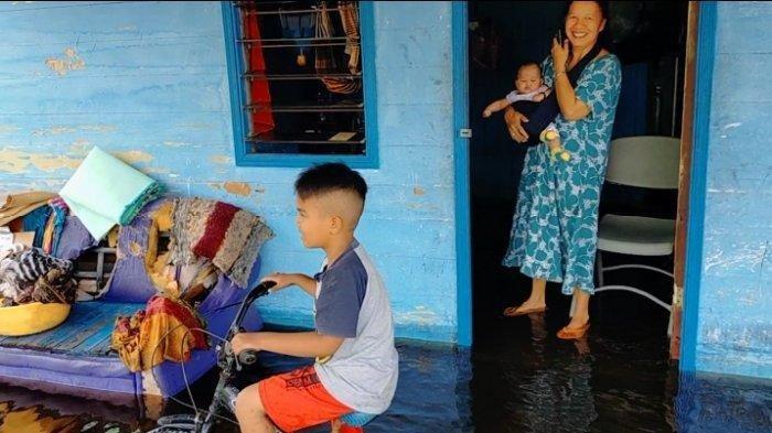 Banjir di Kalteng Meluas, Sungai Kahayan di Palangkaraya Mulai Meluap, Warga Masih Bertahan di Rumah