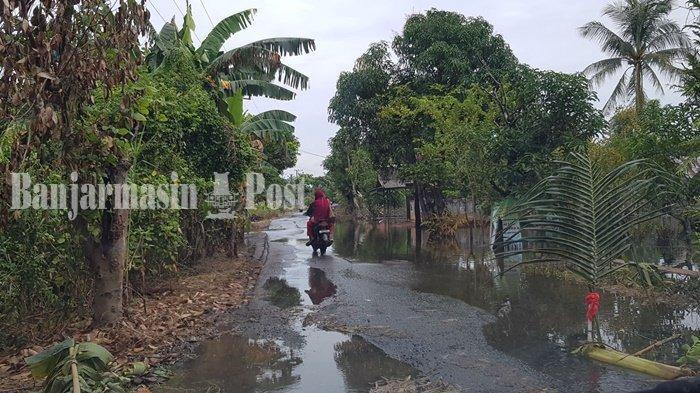Banjir Kalsel, Pasca Banjir Tujuh Kilometer Jalan Poros di Bumimakmur Tala Compang-camping