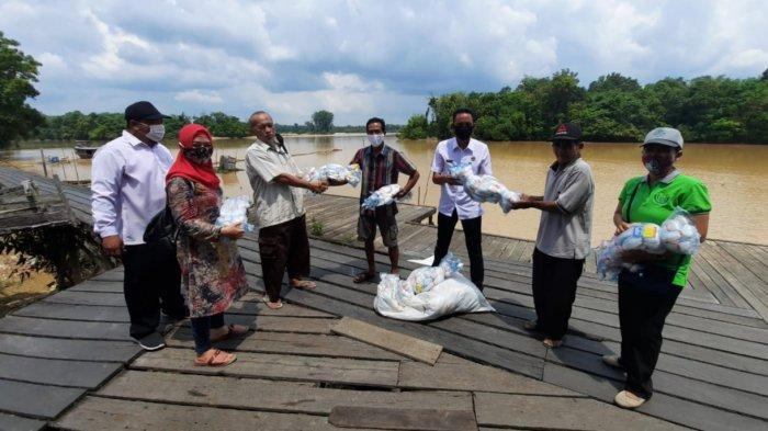 KUB Kecamatan Timpah dan Mantangai Kapuas Terima Bantuan Alat Tangkap dari Dinas Perikanan