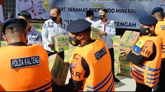 Bantuan bahan makanan untuk korban banjir dan warga terdampak Covid-19 di Kalteng.