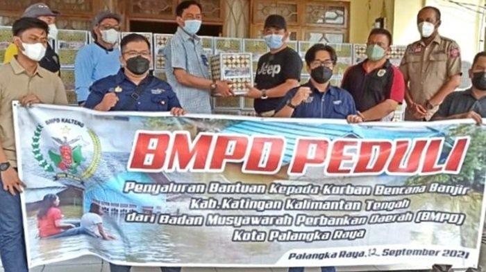 Perbankan Kalteng BMPD Peduli Serahkan Bantuan Korban Banjir Palangkaraya dan Kabupaten Katingan