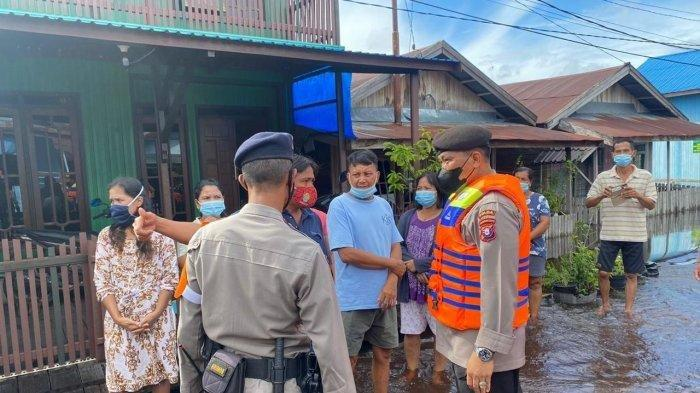Banjir Palangkaraya, Kapolda Kalteng Langsung Turun Beri Bantuan ke Warga Mendawai