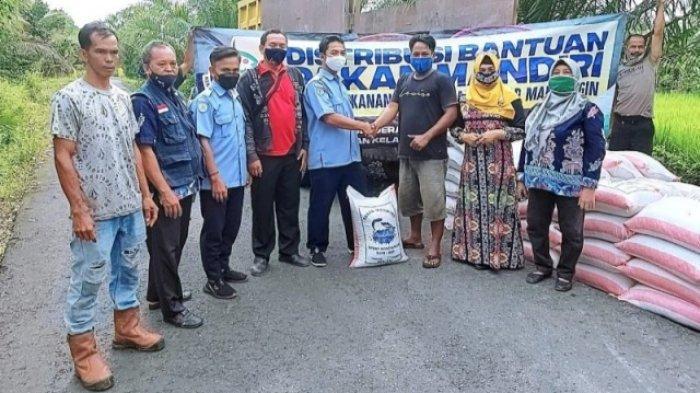 2 Kelompok Budidaya Ikan di Kapuas Terima Bantuan 3 Ton Bantuan Pakan Ikan Mandiri
