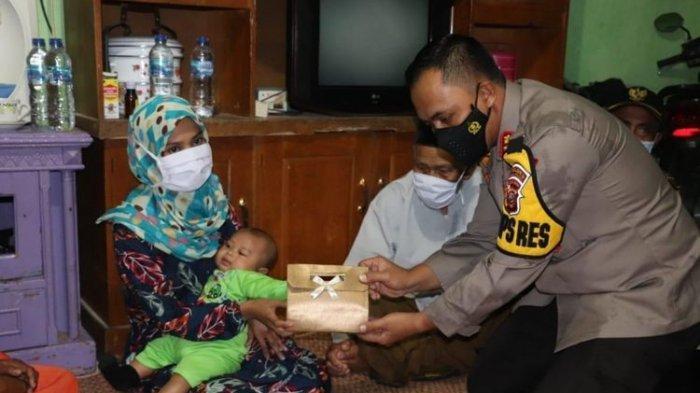 Istri Terduga Teroris Terharu Dapat Uang untuk Bayar Cicilan Utang di Bank dari Presiden Jokowi