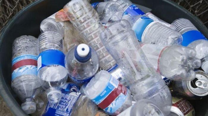 Ini Bahayanya Jika Kita Sering Isi Ulang Botol Plastik