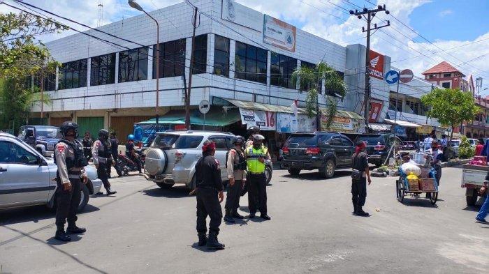 Blusukan Cagub Sugianto di Sampit Mendapat Pengamanan Brimob Polda Kalteng