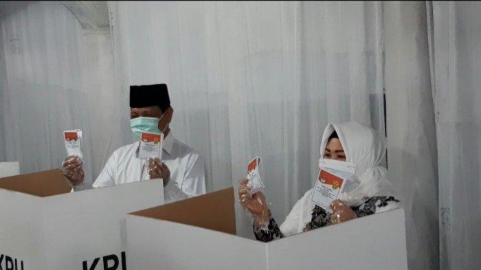 Cagub Kalsel Nomor Urut 1, H Sahbirin Noor Salurkan Hak Suara di TPS 10 Antasan Besar Banjarmasin