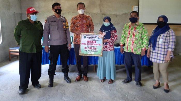 42 Warga Desa Bandarraya Kecamatan Tamban Catur Kapuas Terima Penyaluran BLT Dana Desa