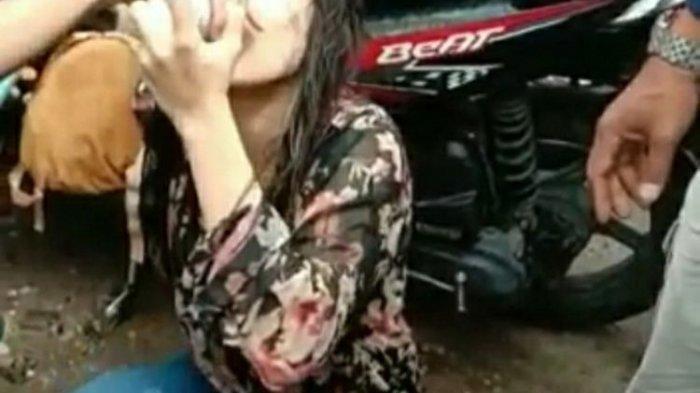 VIRAL Video, Remaja Putri Jogel Geleng-geleng Kepala di Jalan, Tubuhnya Basah, Lalu Diberi Susu