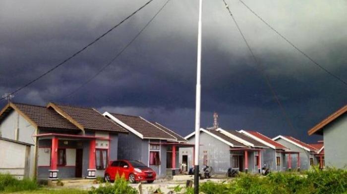 Video Peringatan BMKG: Jumat Besok Kalteng Hujan Deras Disertai Angin Kencang dan Petir