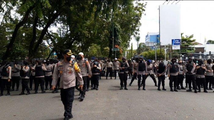 BEM Se-Kalsel Gelar Aksi Unjuk Rasa, Akses Lalu Lintas Jalan Lambung Mangkurat Direkayasa