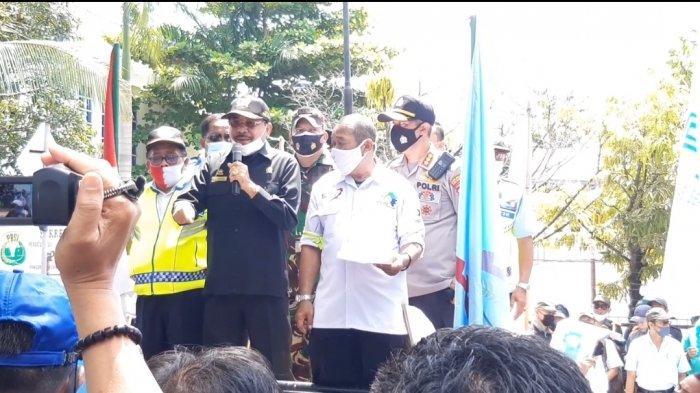 Temui Pendemo, Ketua DPRD Kalsel Janji Pertemukan Perwakilan Buruh Dengan Anggota DPR RI