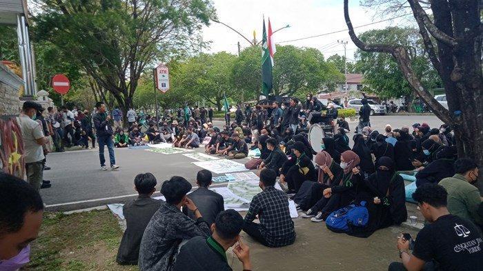 HMI Kalteng Demo di Depan Kantor Gubernur Kalimantan Tengah  Tuntut Pembatalan Pemecatan Pegawai KPK