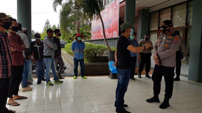 LSM Demo Kantor PUPR Tanahlaut Kalsel, Ini Tuntannya