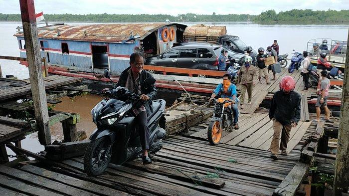 Aktivitas Kapal Feri Penyeberangan Kendaraan di Desa Mintin Pulangpisau Kalteng Makin Ramai