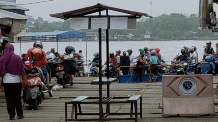 Satlantas Polres Kotim Gencarkan Sosialisasi Larangan Mudik Lebaran di Dermaga Feri Sampit