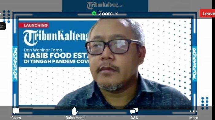 Dwi Sudarlan News Manajer Tribunkalteng.com Menyambut Para Tamu di Ruang Virtual Launching