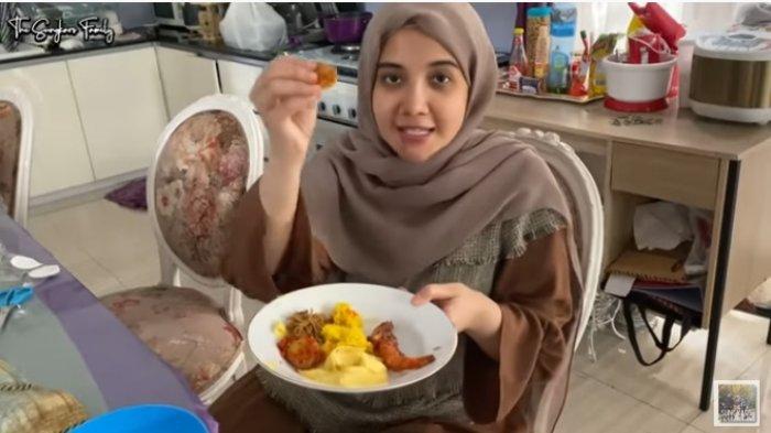 Zaskia Sungkar Sedang Hamil Muda, Istri Irwansyah Lahap Makan Jengkol