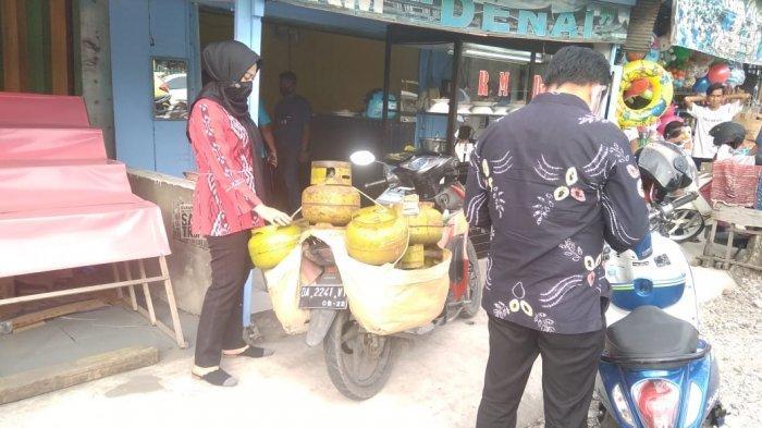 Pangkalan Gas Melon Ini 'Digrebek' Anggota Polda Kalsel Karena Jual LPG 3 Kg ke Rumah Makan