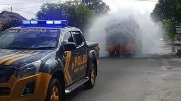 Cegah Covid-19, Jalan Padat Lalulintas Kendaraan di Palangkaraya Disemprot Disinfektan
