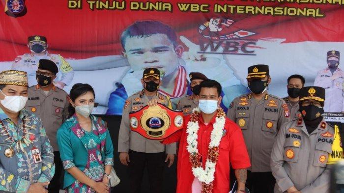 Putra Dayak Kalteng Juara Tinju WBC Internasional, Hamson Lamandau Disambut Spesial Kapolda Kalteng