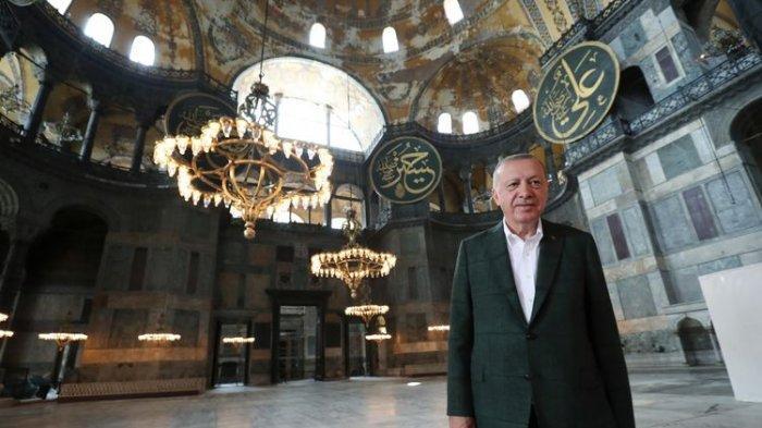 Hagia Sophia Jadi Masjid dan Gelar Sholat Jumat Pertama, Yunani dan Turki Perang Komentar
