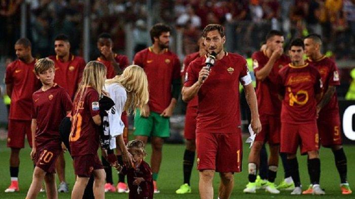 Totti Pun Menangis Saat Bacakan Surat Perpisahan di Hadapan Publik Olimpico