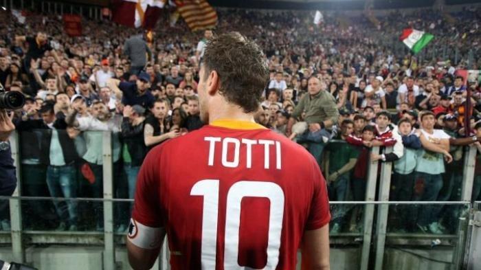Totti Pilih Jadi Bos Ketimbang Bermain Lagi di Klub Jepang