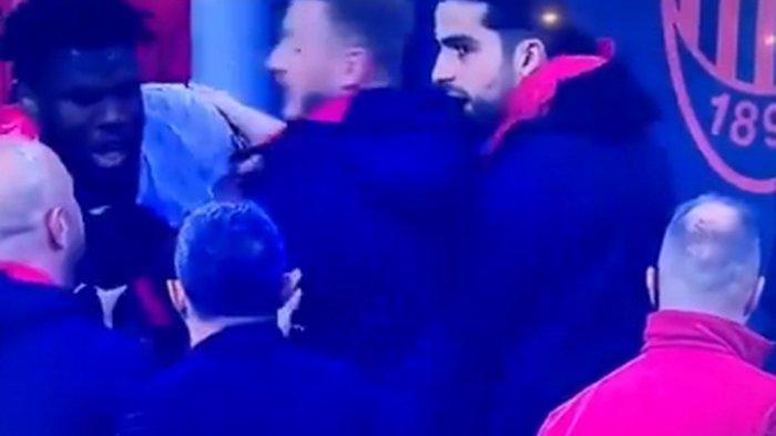 Derby della Madonnina, AC Milan Kalah dan Franck Kessie Bermasalah dengan Rekannya Berbuntut Panjang