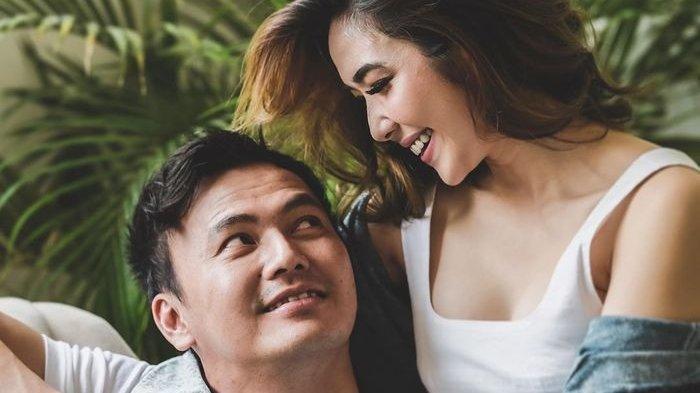 Berbusana Tipis, Gisel Luwes Joget Bersama Wijin Diringi Lagu Love Nwantiti di TikTok