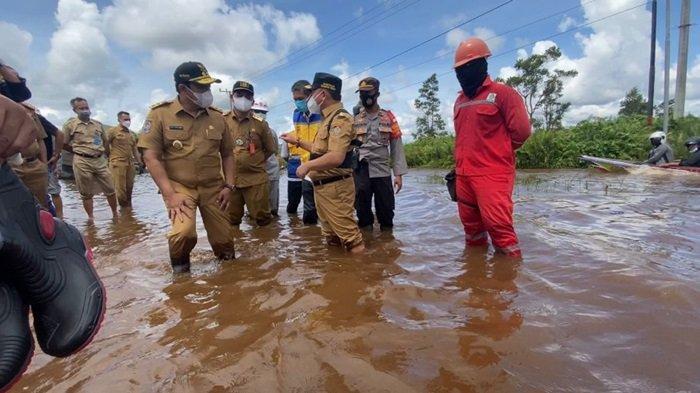 Jembatan Layang Bukit Rawi Kalteng Mulai Beroperasi Pada 2022, Kendaraan Banyak Terjebak Banjir