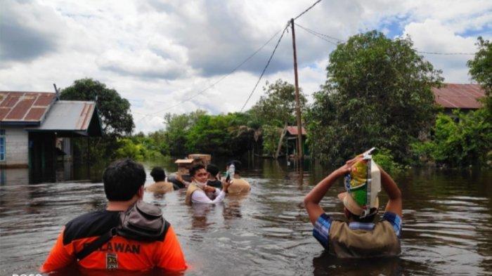 Ketua dan Relawan PKS Kalteng Bantu Warga Bertahan Sembilan Hari di Lokasi Banjir Katingan