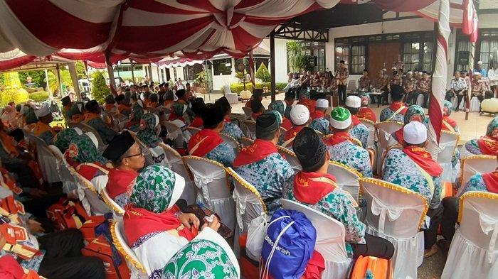 Bupati Kapuas Ben Brahim S Bahat Berpesan agar Jemaah Calon Haji Kapuas Ikuti Arahan Petugas