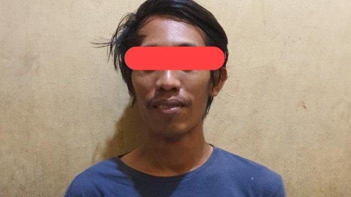 Ilham, mantan pegawai PLN yang ditangkap polisi karena diduga sering mencuri kabel listrik hingga membuat terjadi pemadaman di Sampit, Kotim, Kalteng
