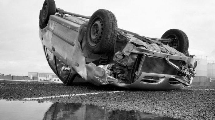 VIRAL Video, Mobil Mewah BMW Kebut-kebutan & Salip Mobil dari Kanan Sebelum Kecelakaan di Slipi
